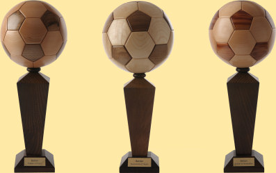 les ballons de foot en bois. Black Bedroom Furniture Sets. Home Design Ideas